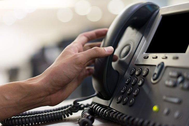 This image has an empty alt attribute; its file name is uk-haning-up-pstn-voip-services.jpg